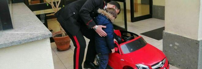 Roma, ruba un'auto elettrica giocattolo ad un bambino: 40enne denunciato