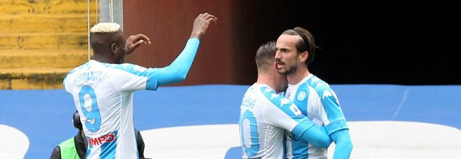 Il Napoli batte la Samp 2-0 e resta agganciato al treno Champions