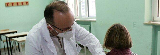Covid in Campania, un milione di vaccini somministrati. Prima dose a tutti i docenti