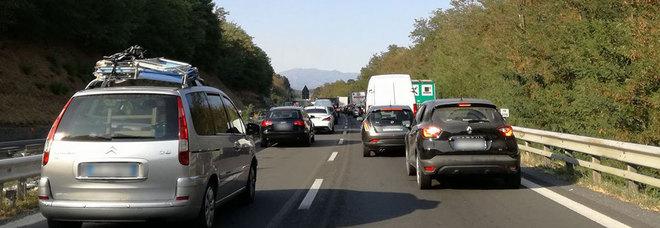 Scontro tra pullman e 4 auto in A14. Code di 10 km a Vasto in direzione Bologna