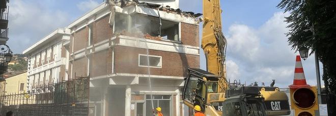 Rutino avrà un nuovo Municipio demolita la vecchia casa comunale