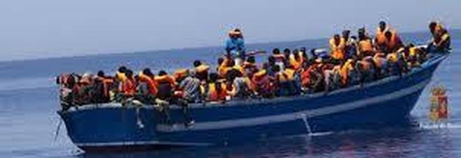 Migranti, sbarchi più che raddoppiati: controlli bucati dai barchini
