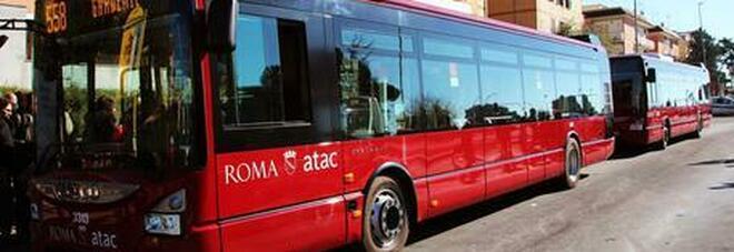 Roma, senza biglietto prende a pugni il controllore che finisce in ospedale: paura sulla linea 507