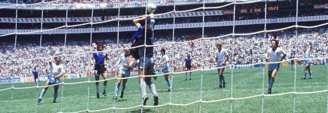 """Maradona, la """"Mano de Dios"""" divide l'Inghiltessa: Gascoigne contro Shilton"""