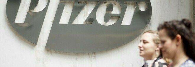 Pfizer, tutte le fake news sul vaccino smentite dall'Iss