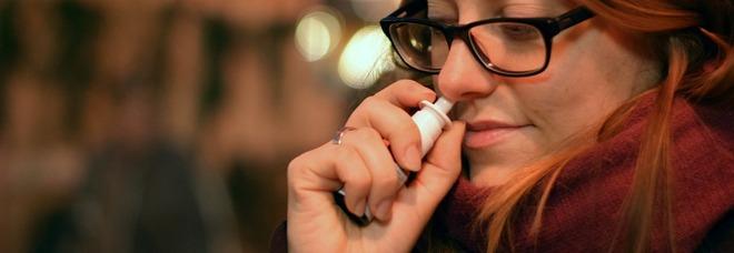 Covid, lo spray nasale che protegge dal virus potrebbe arrivare in commercio la prossima estate