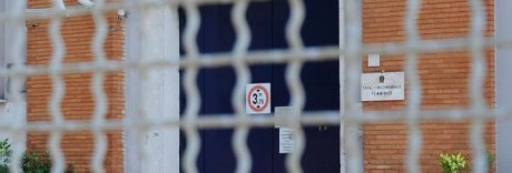 Rebibbia, detenuta lancia i due figli dalle scale: una muore, l'altro grave