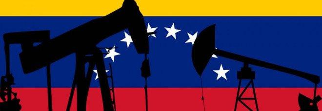 Venezuela sull'orlo della guerra civile: manca tutto, pure la benzina