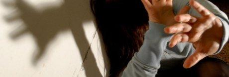 Adescava ragazzi stranieri con regali e li violentava: «Devi sdebitarti»