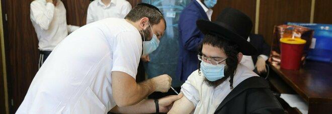 Israele allenta il lockdown: riaprono ai vaccinati teatri, palestre, siti turistici e tornano i concerti