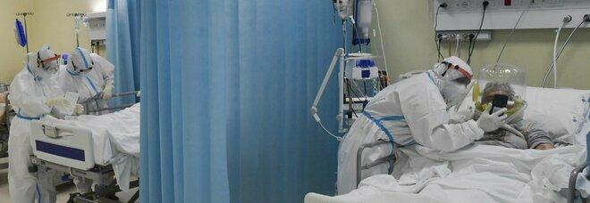 Covid, in Spagna terapie intensive sopra il 10%. Ministero: «Le cifre iniziano a essere preoccupanti»