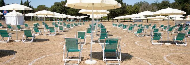 Covid, dalla Gran Bretagna agli Usa, tutti i paesi che eliminano le restrizioni per favorire turismo e attività