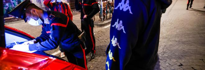 Movida a Napoli, controlli dei carabinieri ai Quartieri spagnoli: sequestri e denunce