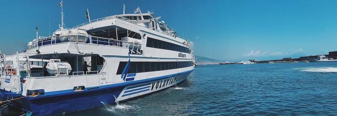 Alilauro green, riecco la Rosaria: nel golfo di Napoli l'aliscafo del futuro