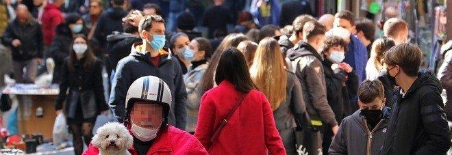 Campania zona rossa, oggi la decisione: corrono i contagi, de Magistris lancia l'allarme
