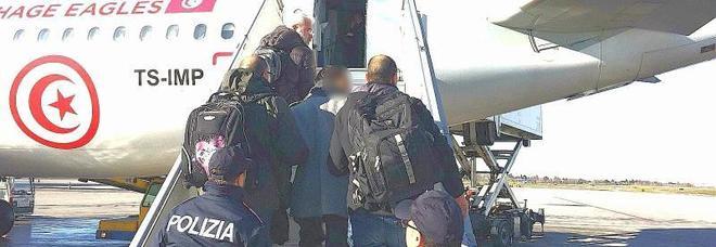 L'imbarco del tunisino jihadista