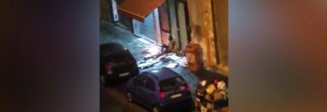 Napoli, polveriera Vasto: profugo africano accende il fuoco e si masturba in strada