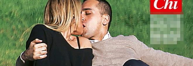 Di Maio, baci ed effusioni bollenti al parco con la fidanzata Virginia Saba