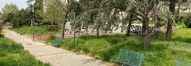 Napoli, il parco di Barra diventa giungla: cancellati decoro e spazi per giovani