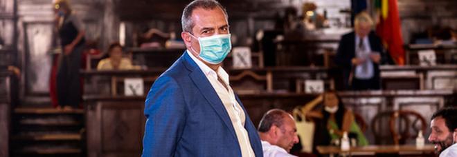 Napoli, de Magistris allo sbando: salta ancora il consiglio comunale sul bilancio