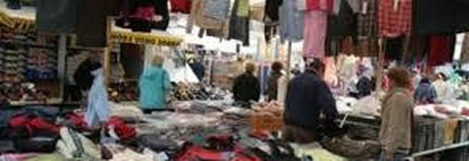 Controlli al mercato di Battipaglia  sequestrate 65 paia di scarpe  contraffatte e3893be0bda