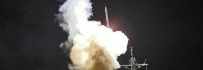 Il lancio di un Tomahawk dall'Uss Barry