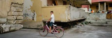 Choc a Castel Volturno, francese  si denuda in strada davanti a minori