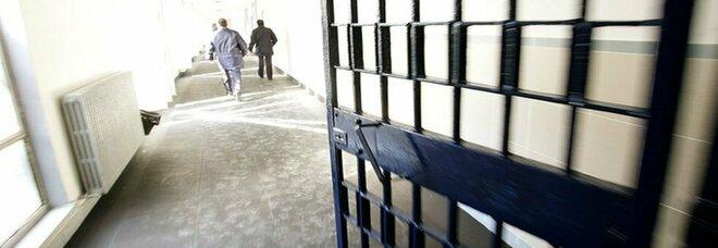 Bari, focolaio Covid in carcere: positivi 11 detenuti. Un uomo ricoverato in ospedale. Contagi anche a Lecce e Taranto