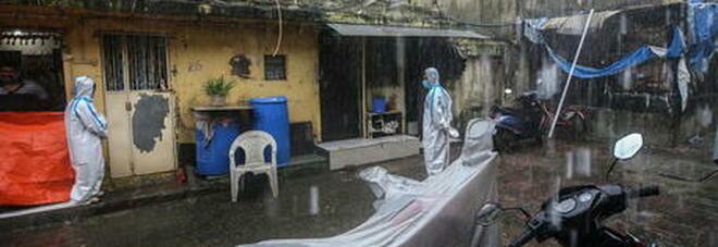 India, crolla palazzo residenziale: in 70 sotto le macerie. È il quarto disastro in un mese