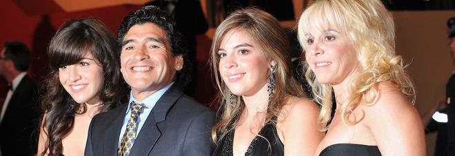 Asta dei beni di Maradona, adesso è scontro tra gli eredi