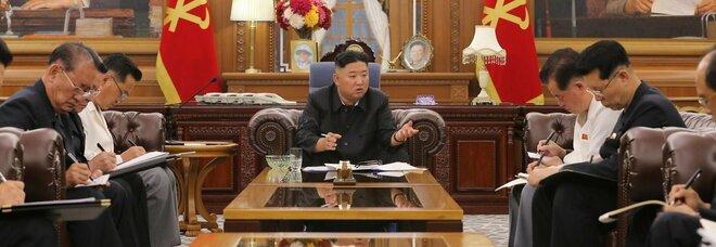 Kim riappare in pubblico ma è notevolmente dimagrito. I media: «Non sta bene?»