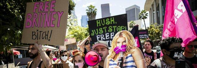 """Britney Spears in tribunale contro la """"tutela"""" del padre: «Voglio un figlio, ma sono costretta ad usare la spirale»"""
