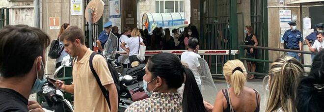 Napoli, bambino cade dal balcone al terzo piano e muore: aveva quattro anni