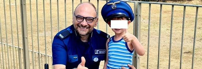 Napoli, bambino ingerisce monetina e rischia il soffocamento: salvato dalla guardia giurata