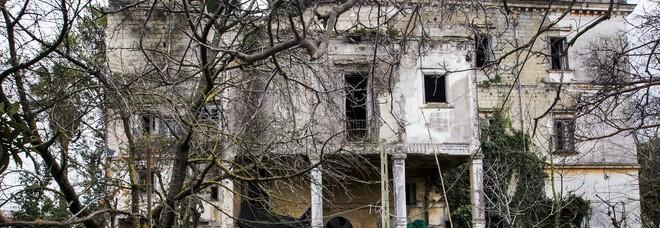 Il genio della malinconia e la villa dove nacquero i fantasmi di Caccioppoli