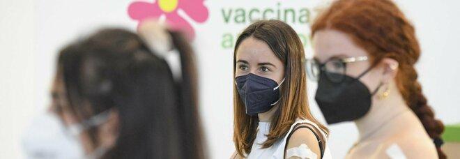 Green pass, bozza dpcm: «Ok in Italia a quelli Ue o extra Ue con vaccini riconosciuti»