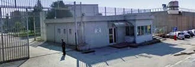 Detenuto sfascia l'infermeria del carcere di Ariano Irpino