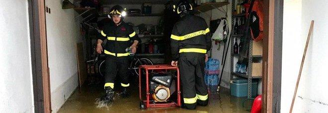 Maltempo, Emilia Romagna e Veneto flagellate dalla pioggia, il Po cresce un metro al giorno, pesanti danni all'agricoltura