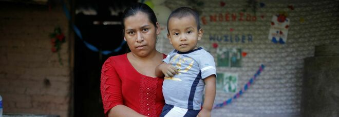 Migranti, bambino di due anni riabbraccia la sua famiglia in Honduras dopo l'abbandono in Messico