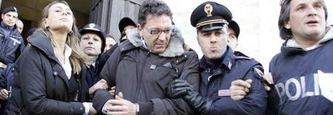 Napoli, maxi blitz all'alba e centinaia di arresti: perquisito anche lo studio dell'avvocato del boss