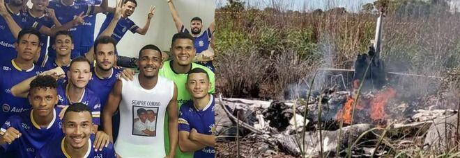 Brasile, precipita l'aereo del Palmas: morti 4 calciatori e il presidente. Il cordoglio della Chapecoense: «Non sarete soli»