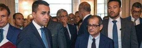 Di Maio, Tria e italiani in difficoltà: «Ministro serio deve trovare soldi»