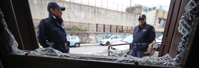 Napoli, bloccati due rapinatori marocchini a Gianturco: inutile la fuga con le forbici