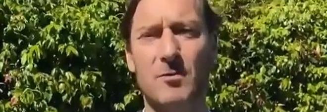 Francesco Totti torna in campo contro la violenza sulle donne: «Partita fra uomini sbarbati e con la barbra»