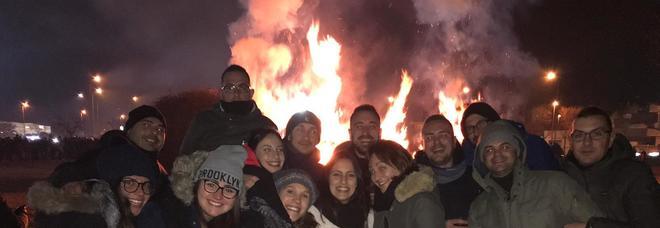 Scattano selfie nel Salento, nel fumo appare il volto del Santo: tam tam sui social