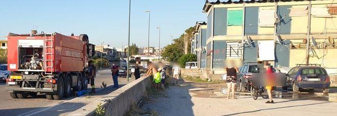 Bipiani di Napoli Est, manca l'acqua negli alloggi di amianto: arrivano i vigili del fuoco