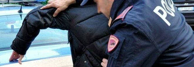 Battipaglia, arrestato pusher: in casa 9 dosi di eroina e 150 euro