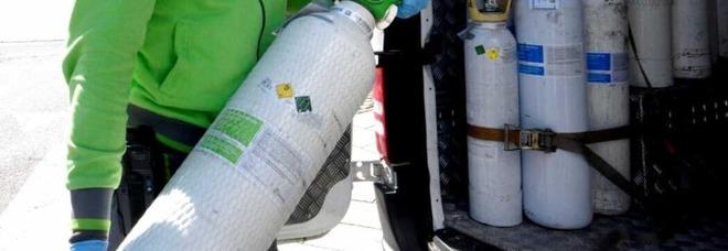 Campi Flegrei, centro sub dona bombole di ossigeno per l'emergenza Covid