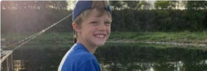 Bambino di 10 anni si tuffa nel fiume, salva la sorellina e muore