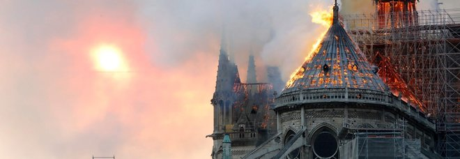 Notre-Dame, Macron: «Sta bruciando un parte di noi»